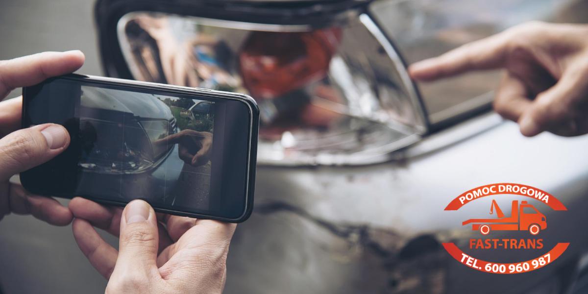 robienie zdjęcia auta smartfonem